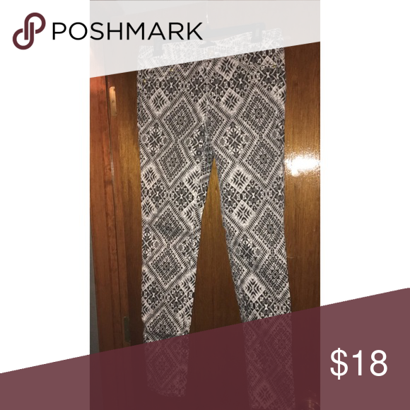 NEW PRICE DROP ⬇️ H&M Tribal Pant Black tribal print, skinny denim H&M Jeans Skinny