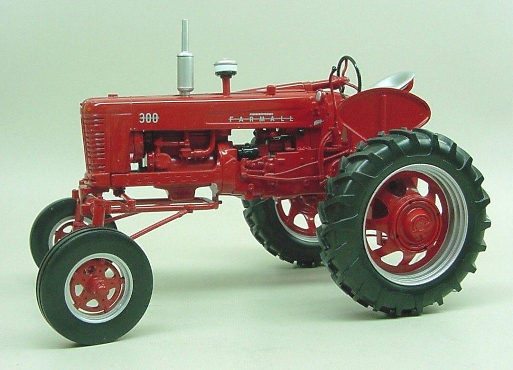 IH 300 Farmall Hi-Clear Gas Tractor Spec Cast Stk# ZJD-189