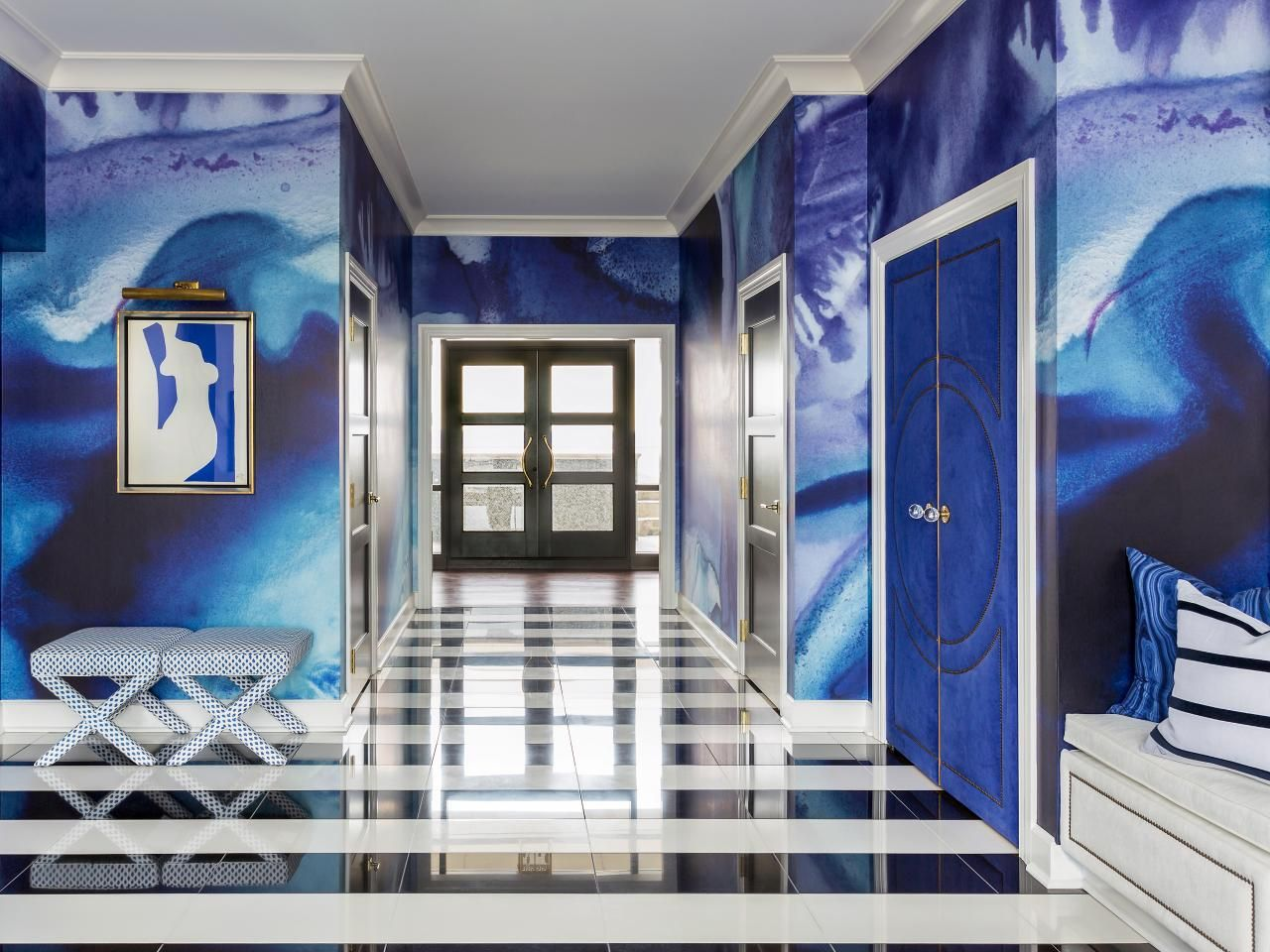 Entry Foyer Wallpaper : The dramatic blue wallpaper in this modern foyer turns whole