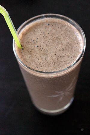 Dark Chocolate Banana Almond Smoothie - I sho wanna try it!