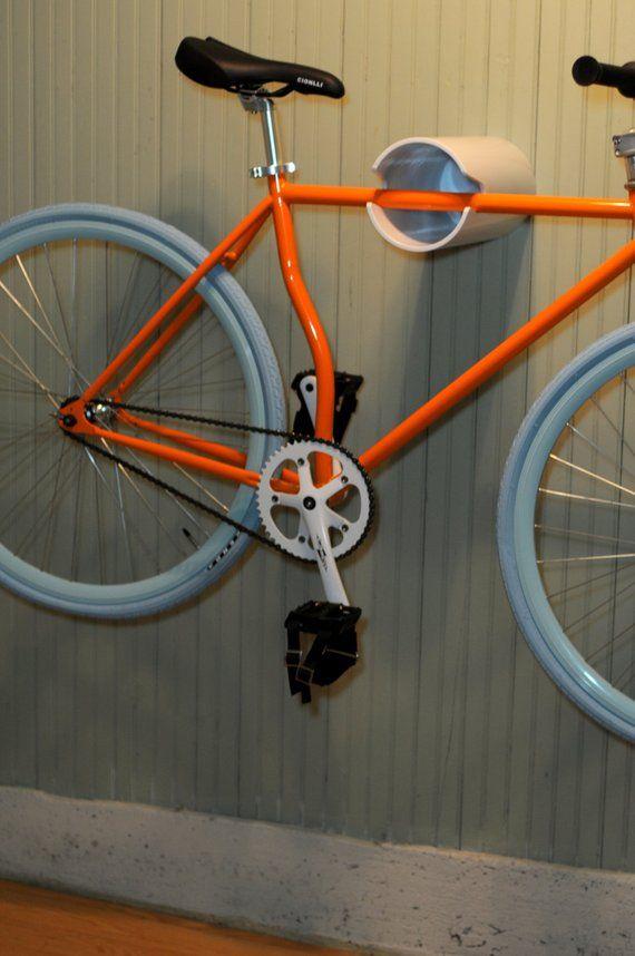 Wall bike rack hanging display | Rangement de vélos dans un garage, Porte velo mural et Support ...