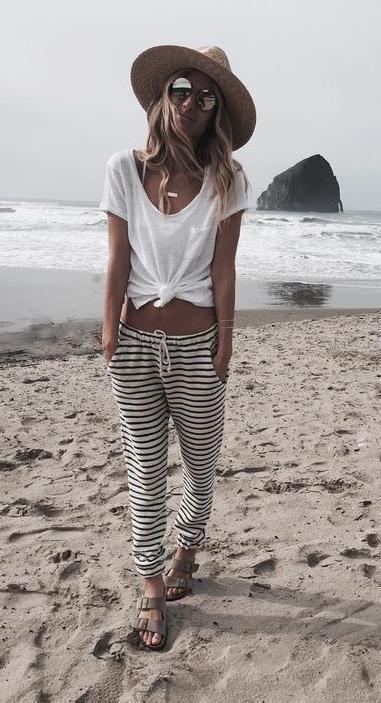 schwarze u. weiße Streifen. Strandart. #beachfashionforwomen #beachvacationclothes