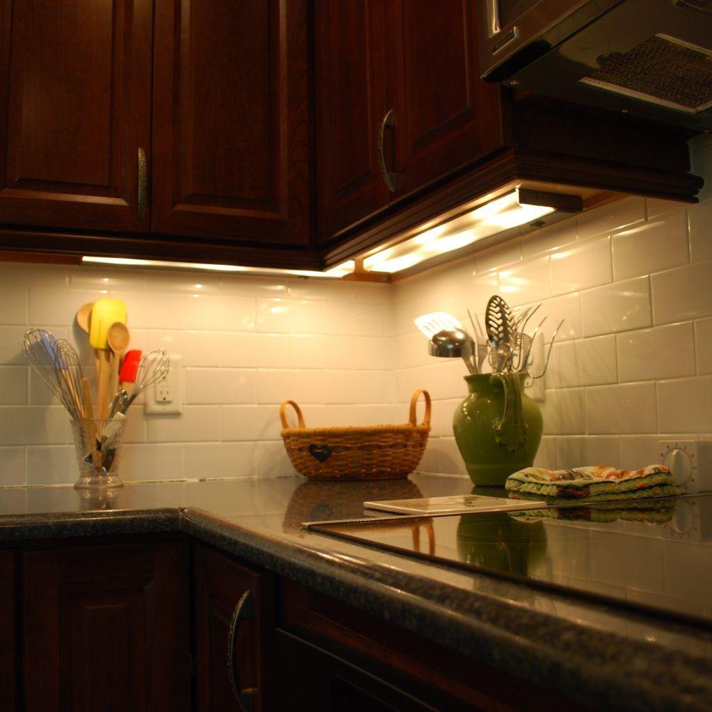 Xenon Lights For Under Kitchen Cabinets Best Under Cabinet Lighting Light Kitchen Cabinets Kitchen Under Cabinet Lighting