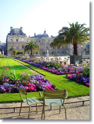 Palais du Luxembourg Gardens, I walked along these gardens