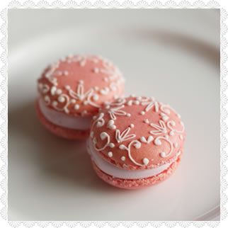Decorated macarons- website is in Japanese.....like they aren't hard enough to make!