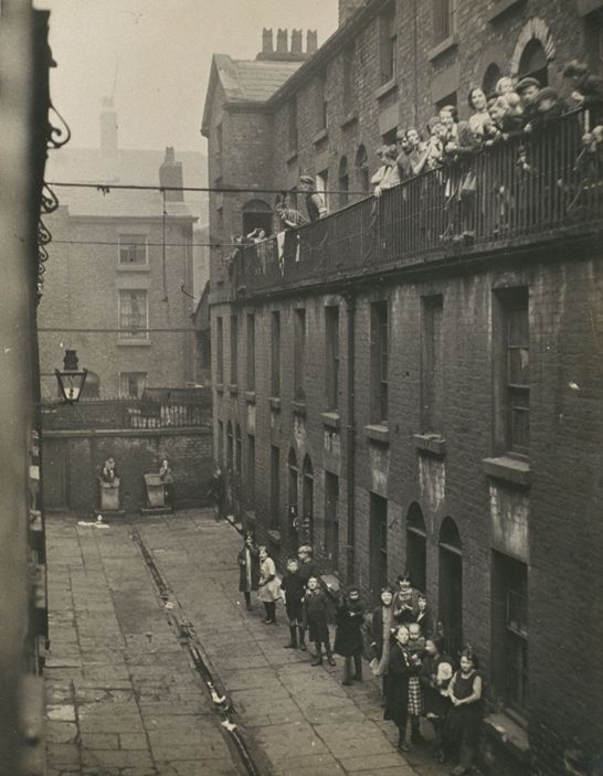 Photographs that look like L.S. Lowry paintings ...