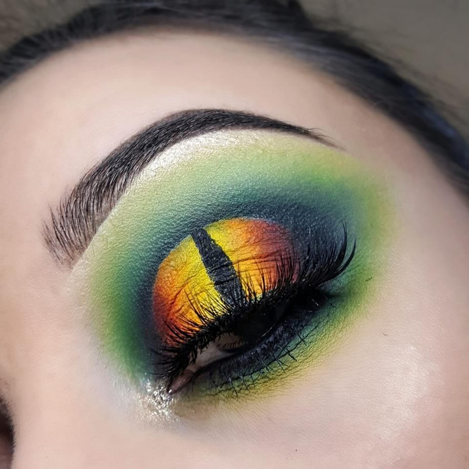 Dragon eye eyeshadow look Dragon makeup, Fantasy makeup