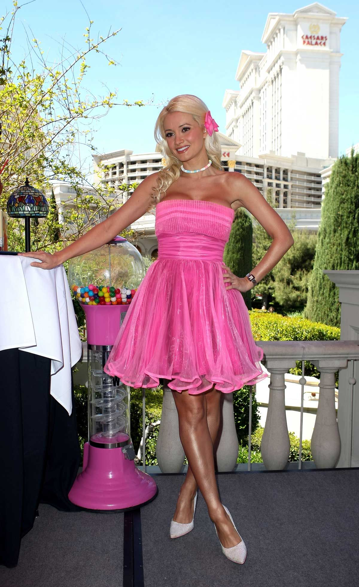 Holly Madison loves to sneak in to the Quad to Hit up some Hash ...