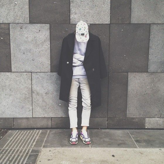 Stüssy Cap, H&M Over Coat, Boy London Sweatshirt, H&M Pants, Nike Air Max
