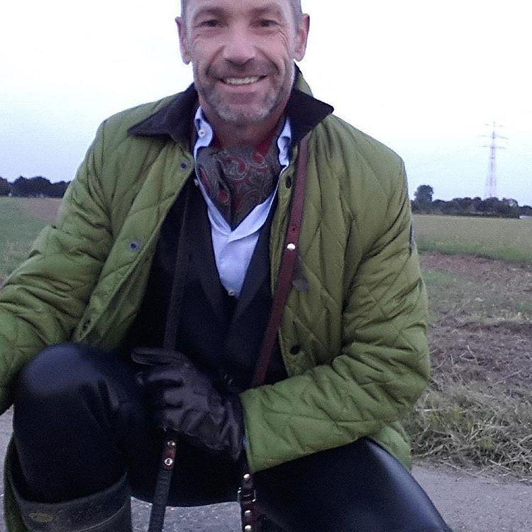 Suit and leather #die3düsseldorfer #gay #travel #fun #backstreet2001 #elegance #success #suit #men #Männer #Mode #fashion #successful #career #Karriere #pride #fetisch #Leather #leatherpants #Lederdesign #mensweardaily #rubbermen #Anzug #einreiher