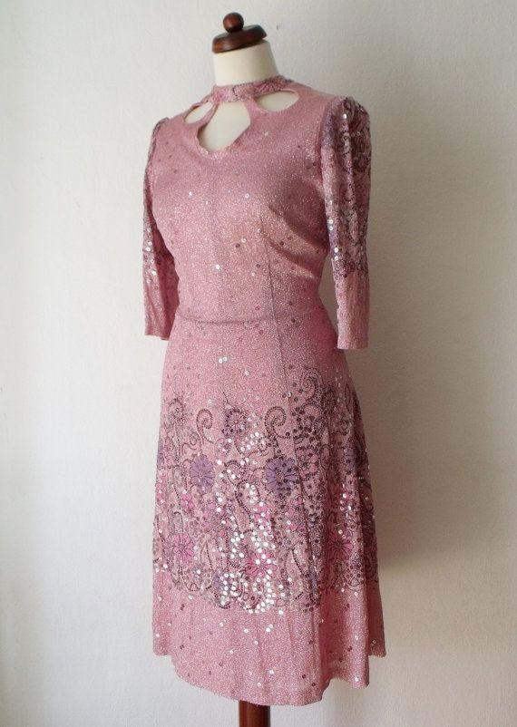 Pink 1960's Dress with Cutouts  Vintage von PaperdollVintageShop, €29,90