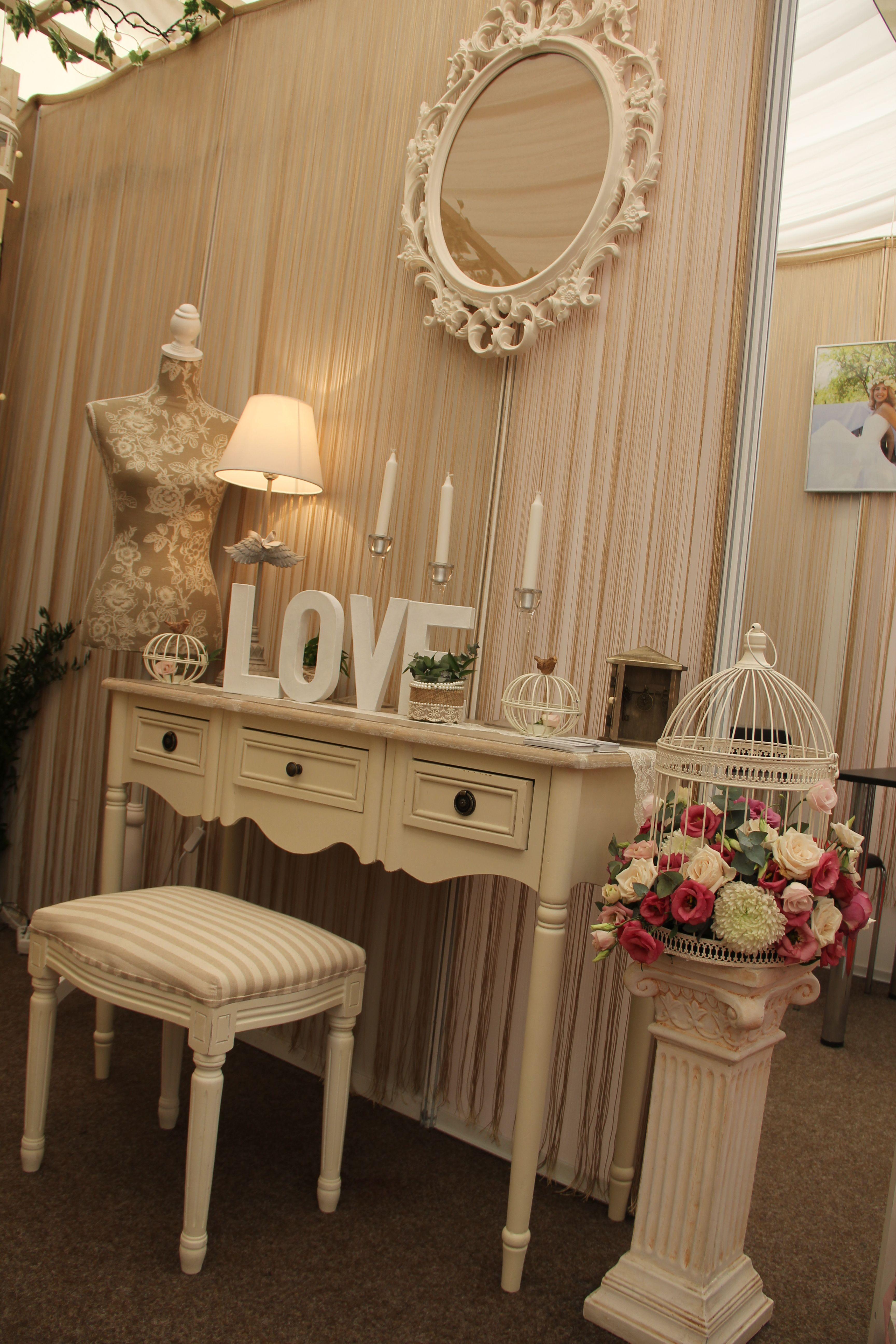 Lovely Bride Corner With Vintage & Romantic Decorations (Decor Pentru