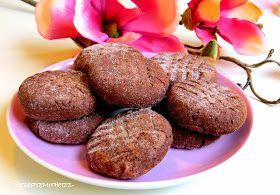 Nutella Liebhaber aufgepasst :)  Hier habe ich schokoladige Cookies für Euch, die ruck zuck gemacht sind und nur aus 4 Zutaten bestehen.  S...