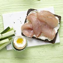 Lachsschinkenbrot mit Frühstücksei