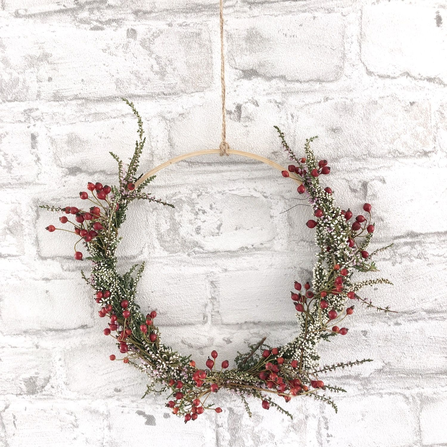 Photo of DIY autumn wreaths with heather, ivy and red berries – sophiagaleria