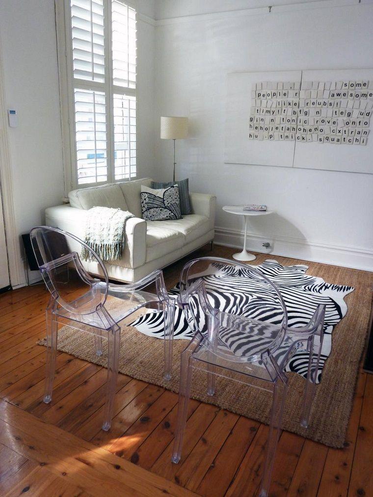 salon pequeno moderno alfombra rayas zebra sillas plastico ideas