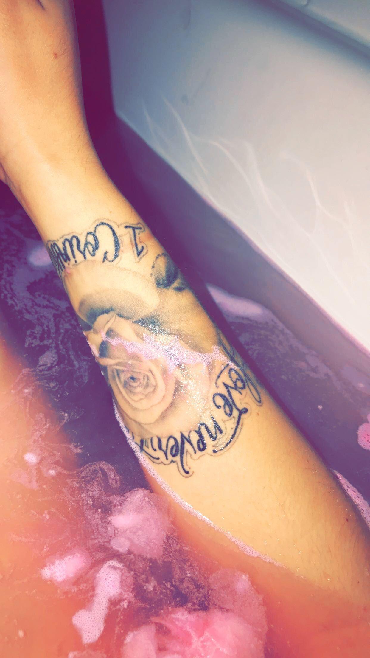 Rose tattoo love never fails Rose tattoo, Tattoos