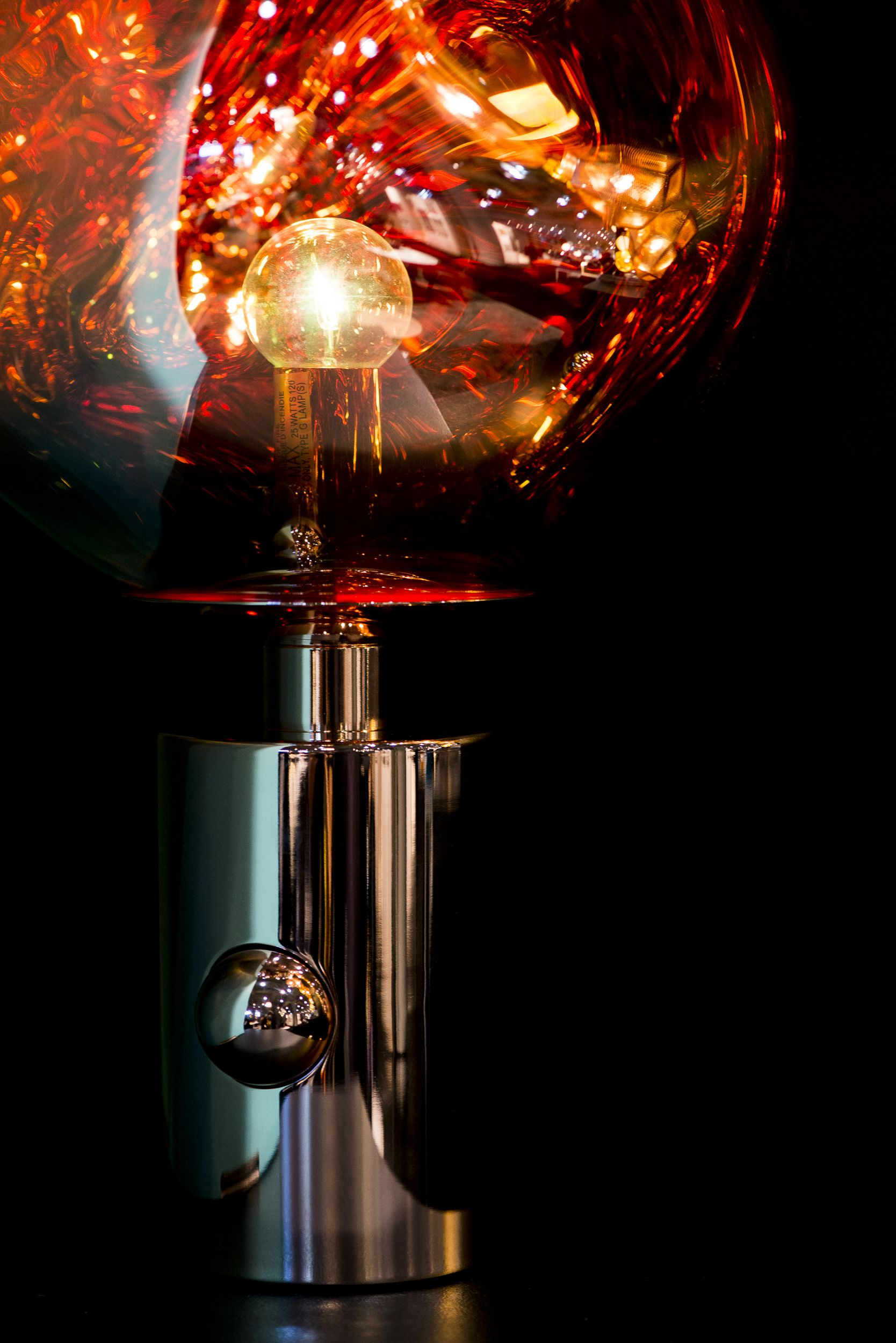 Tom Dixon S Melt Table Light Details Melt Is A Beautifully Distorted Lighting Globe That Creates A Mesmerizing Melting Hot Light Table Lights Hotel Light