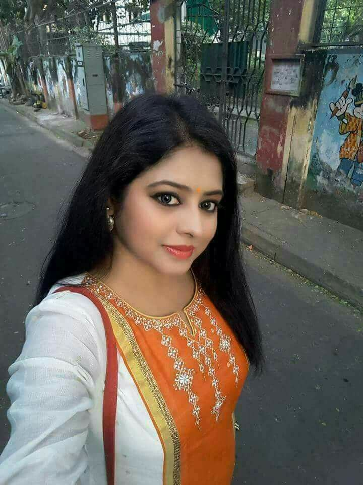 South Indian bhabhi selfie on road