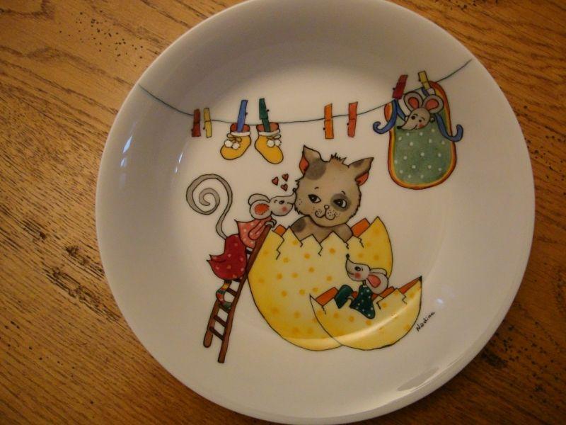 assiette de naissance porcelaine enfant pinterest assiette porcelaine et peinture sur. Black Bedroom Furniture Sets. Home Design Ideas