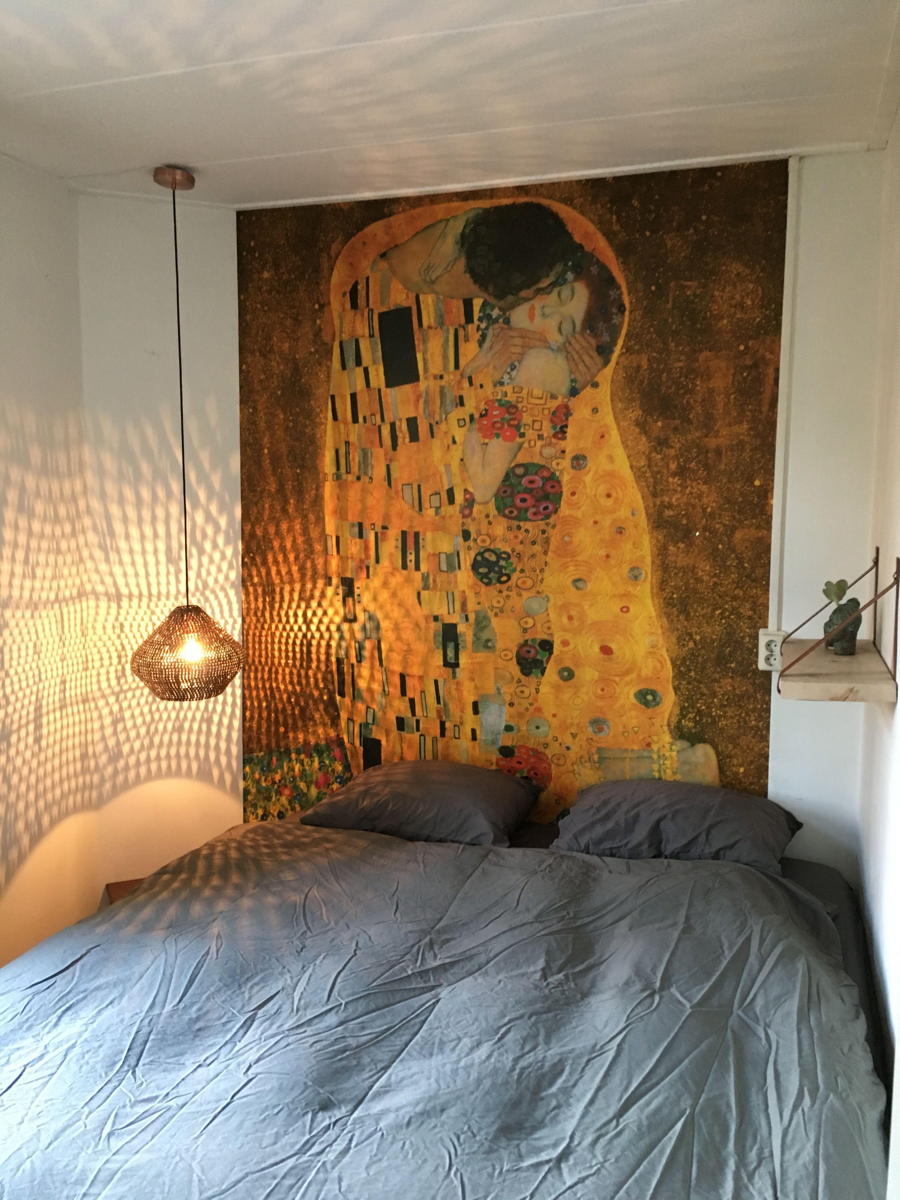 Wallpaper bedroom the Kiss Gustav Klimt | Apartment in 2019 ...