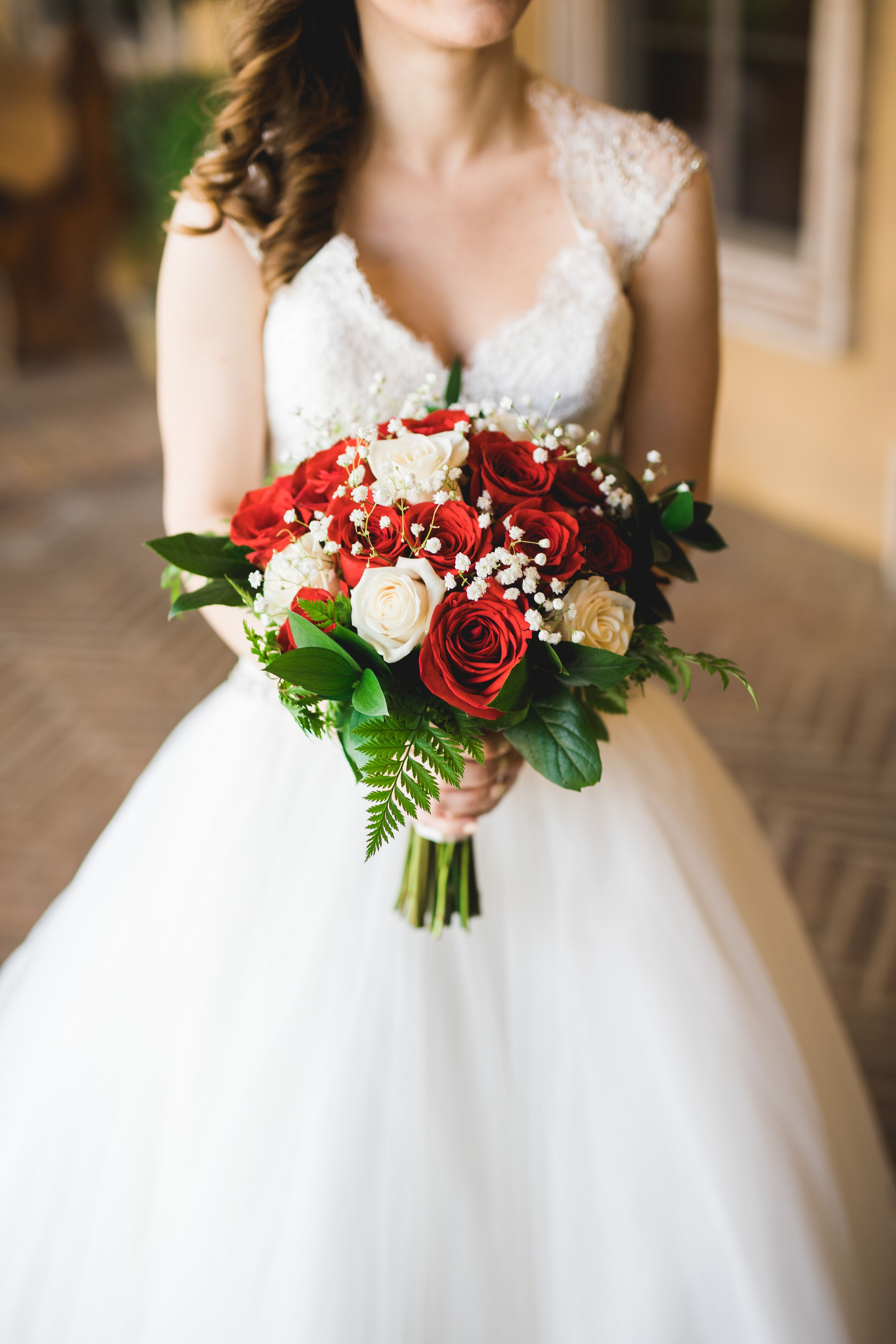 Bride Holding A Bouquet Of White Red Roses With Baby S Breath Robert Godridge Photography Villasiena C Red Rose Bouquet Babys Breath Bouquet Rose Bouquet [ 4000 x 2667 Pixel ]