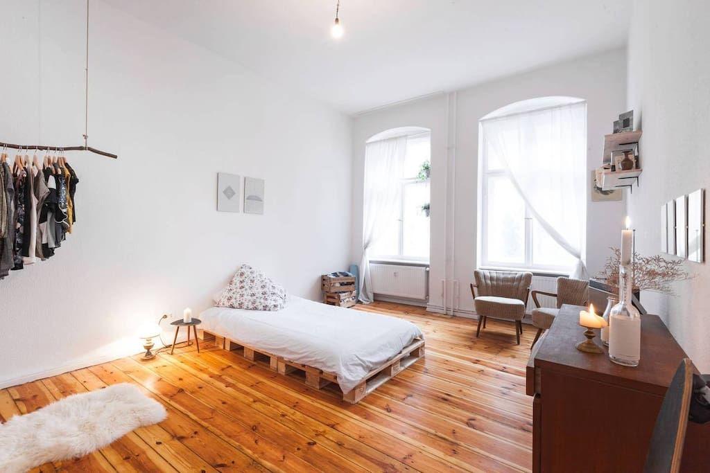 Wohnung In Berlin Deutschland The Room Is Suitated In One Of The Most Beautiful And Hipster Part Wohnung Kleine Wohnung Einrichten Wohnzimmer Wohnung Mobel