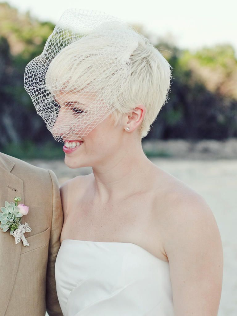 15 Short Wedding Hairstyles With Veils Short Wedding Hair Retro Wedding Hair Pixie Wedding Hair