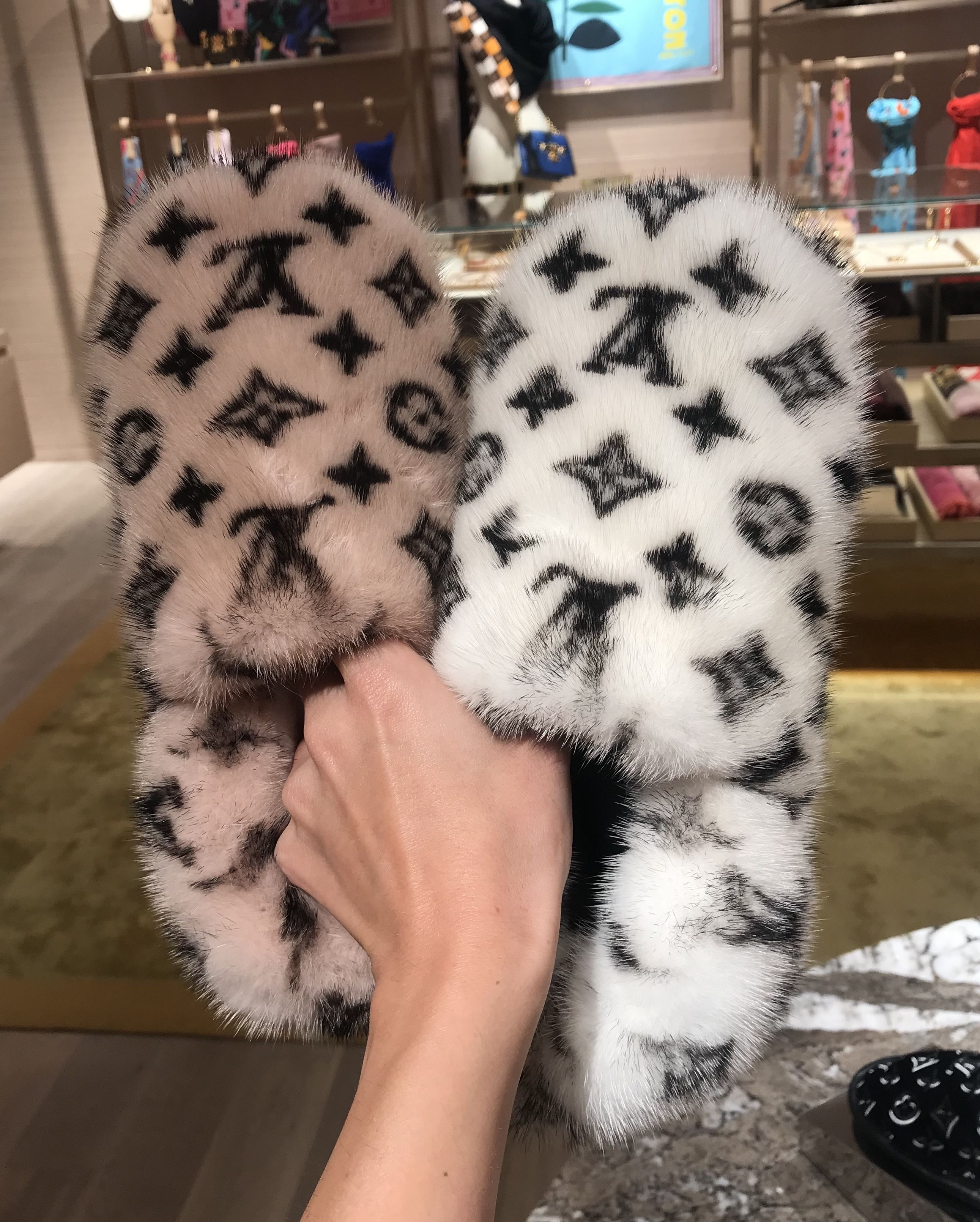 louis vuitton pink fur slippers