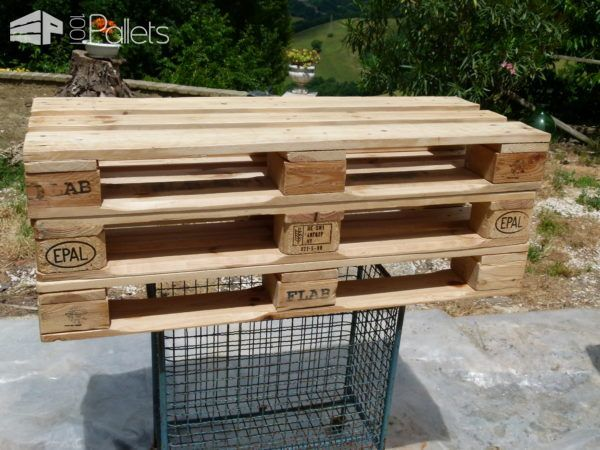 Mobili Pallet ~ Whitewashed mobile pallet tv stand has drawers too pallet tv