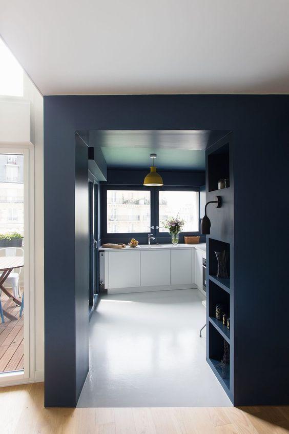 oser la couleur plafond peint bleu cuisine