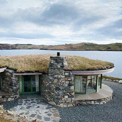 Strange Beach Bay Cottage Isle Of Lewis Places In 2019 Cottages Interior Design Ideas Truasarkarijobsexamcom