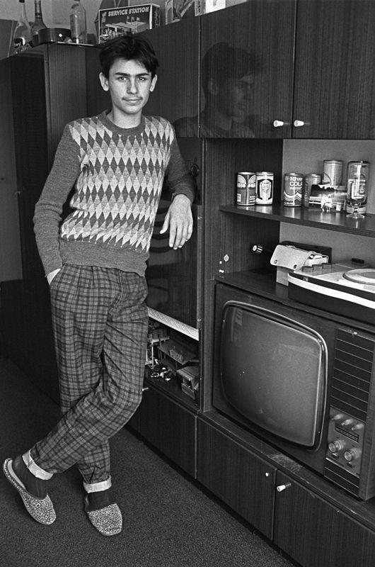 A Boy From EastBerlin In His Livingroom  Deutsche - Living room war