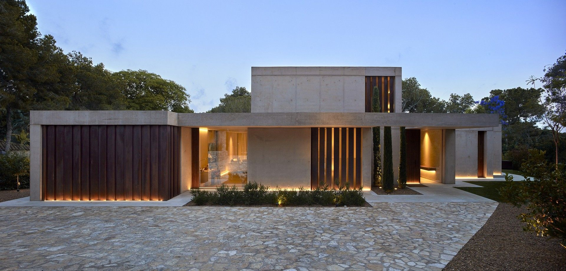 Home in the Pine Forest by Ramon Esteve Estudio | The Modern ...