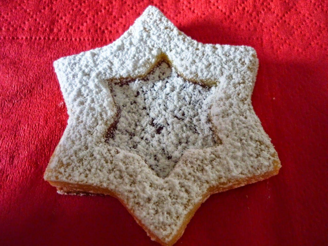 Stelle di natale con ripieno di confettura alle mele. Un dessert post panettone? Biscottini festivi!.