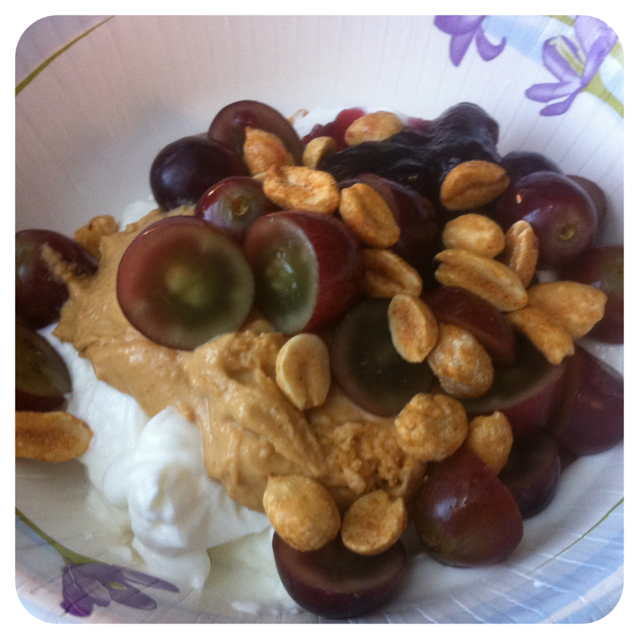 Weight Watchers Breakfast Idea - PB + J Greek Yogurt 6 pts. May try it ...
