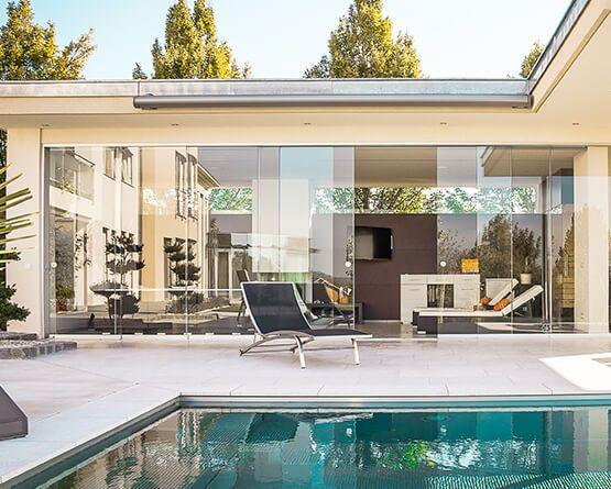 wintergarten balkonverbau verglasung ganzglaselemente balkonverglasung. Black Bedroom Furniture Sets. Home Design Ideas