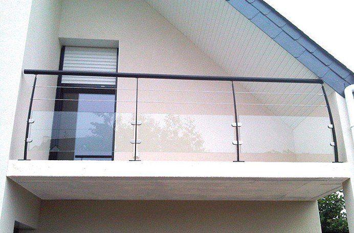 Garde-corps horizontal extérieur verre et poteaux courbés en acier ...
