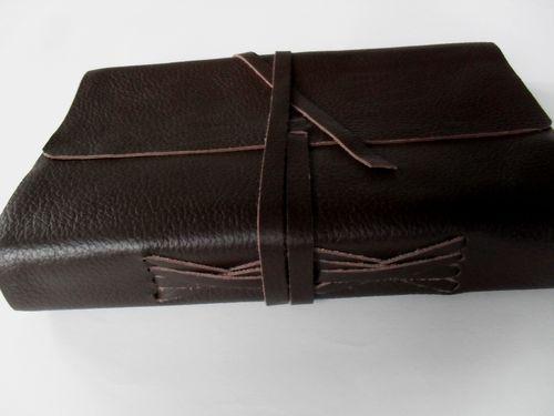 b95a536dc152 photo n°3   Beau livre d or épais cuir souple brun modèle Timu ...