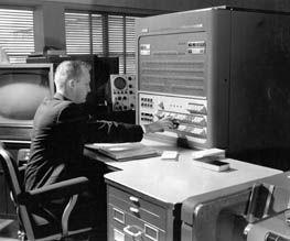 A partir da criação da técnica de circuito impresso, em 1957, os computadores puderam diminuir um pouco mais de tamanho.As placas de circuito impresso são utilizadas na ligação elétrica entre os diversos componentes existentes em um circuito eletrônico.Antes, todas estas ligações eram feitas através de suportes e fios, o que acarretava mau-contato e instabilidade.Com o circuito impresso estas ligações são feitas em uma placa rígida, bastante estável e apresentando muito menos problemas de…