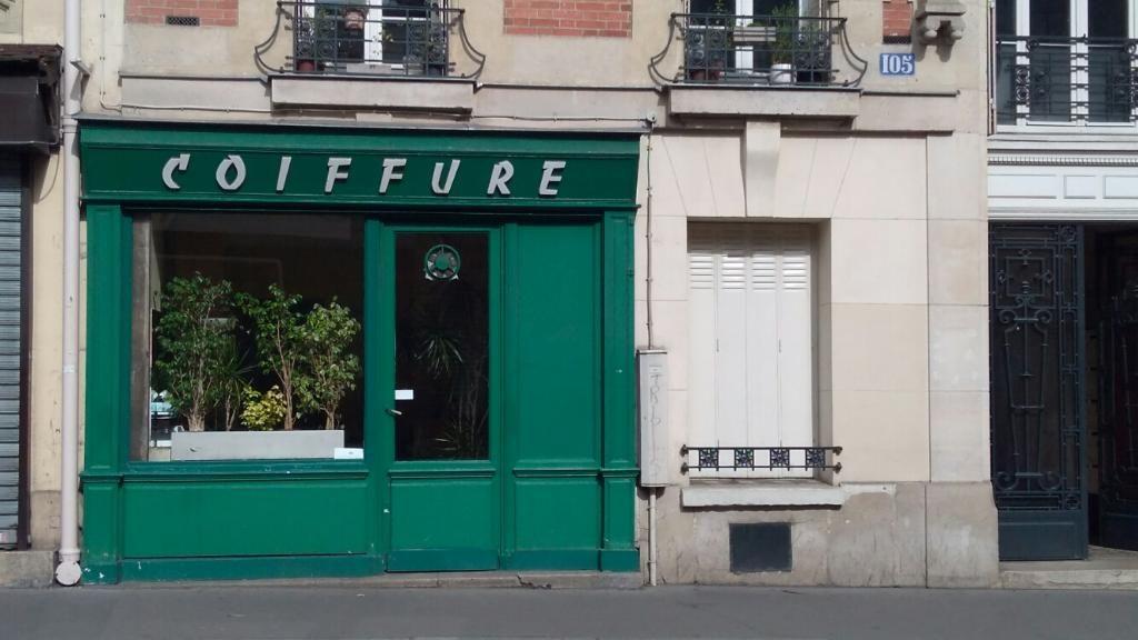 Salon Chantal Koher Rue Damremont Un Des Plus Anciens Salon Du 18 En Activite On Peut Entrer Y Discuter Sans Proble Salon De Coiffure Salon Chambre De Commerce