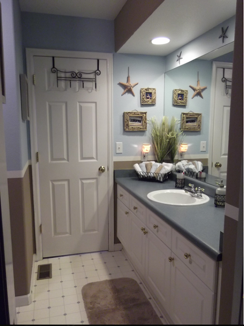 Escape The Winter Blues With These Gorgeous Beach Bathrooms Beach Bathroom Decor Beach Theme Bathroom Seaside Bathroom