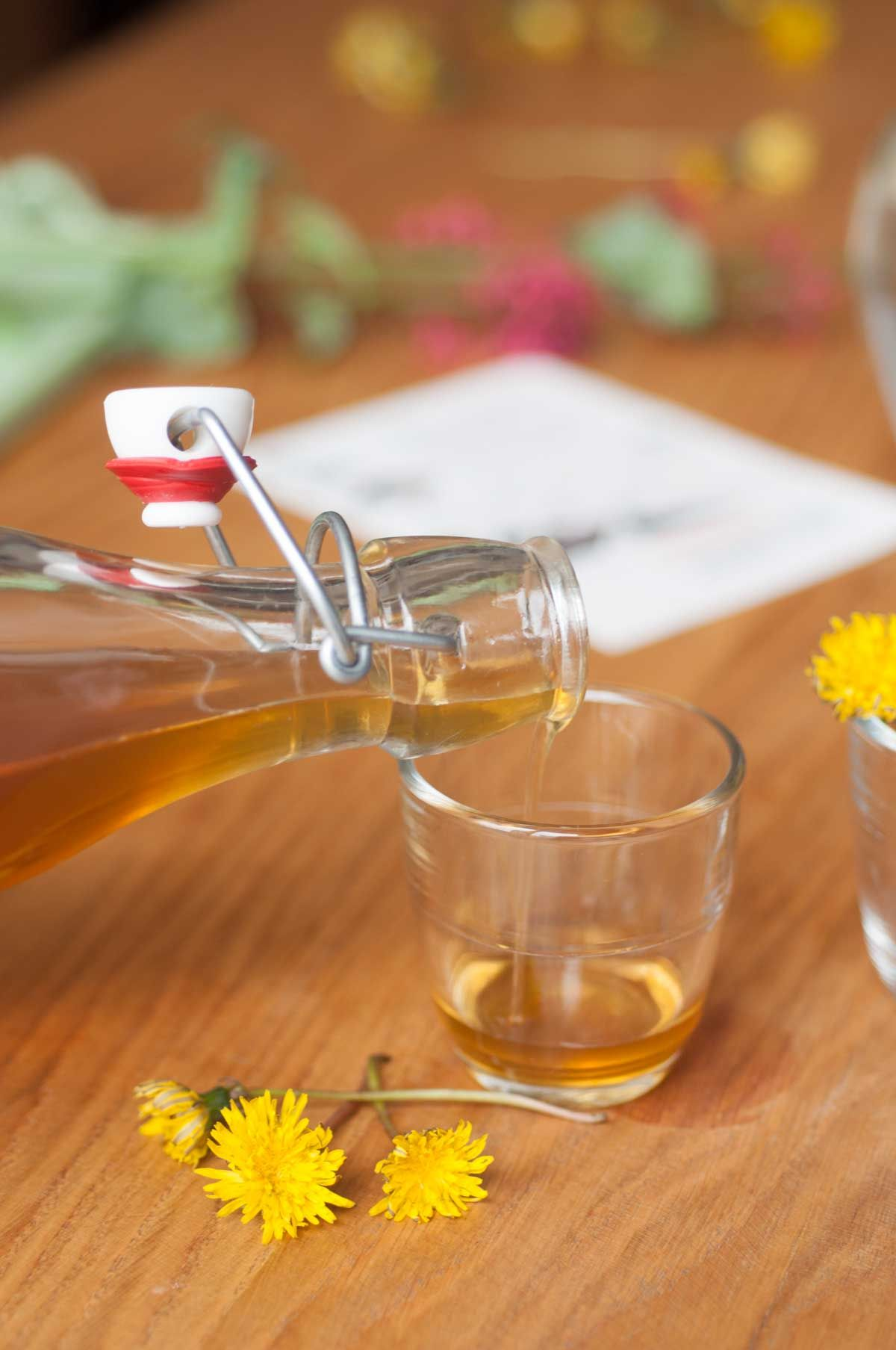 Sirop de pissenlit et citron   Sirop, Jus et smoothies, Cuisine sauvage