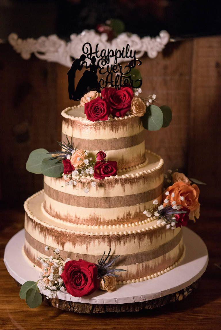 Wunderbar Dreistufige Nacktglasur Mit Vertikalen Streifen Hochzeitstorte Auf Baum Runde  Kuchen Stehen, Rot, Pfirsich Rose, Baby Atem Und Distel Blumen Mit Grün, ...