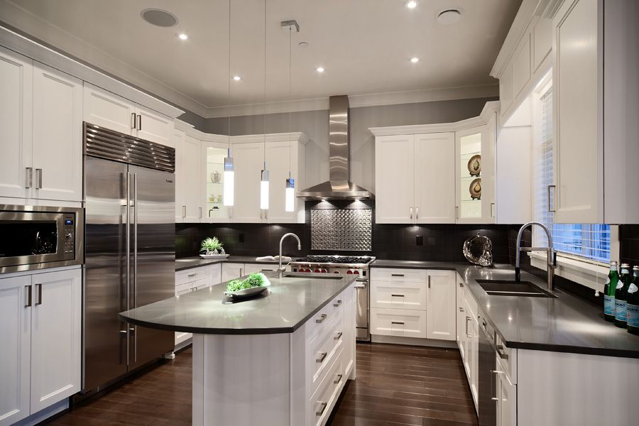 Best This Transitional Vancouver Kitchen Features Classic White 400 x 300