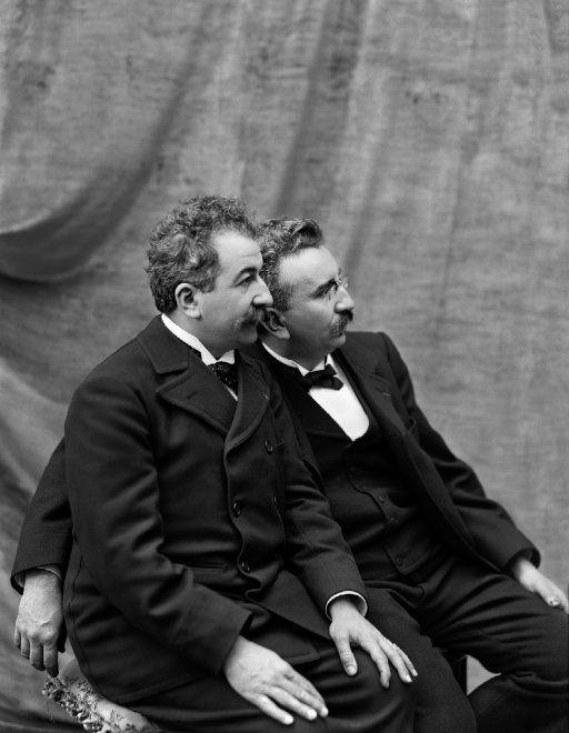 Auguste e Louis Lumière, i padri del cinema. Ma ci fu anche un nonno: Antoine