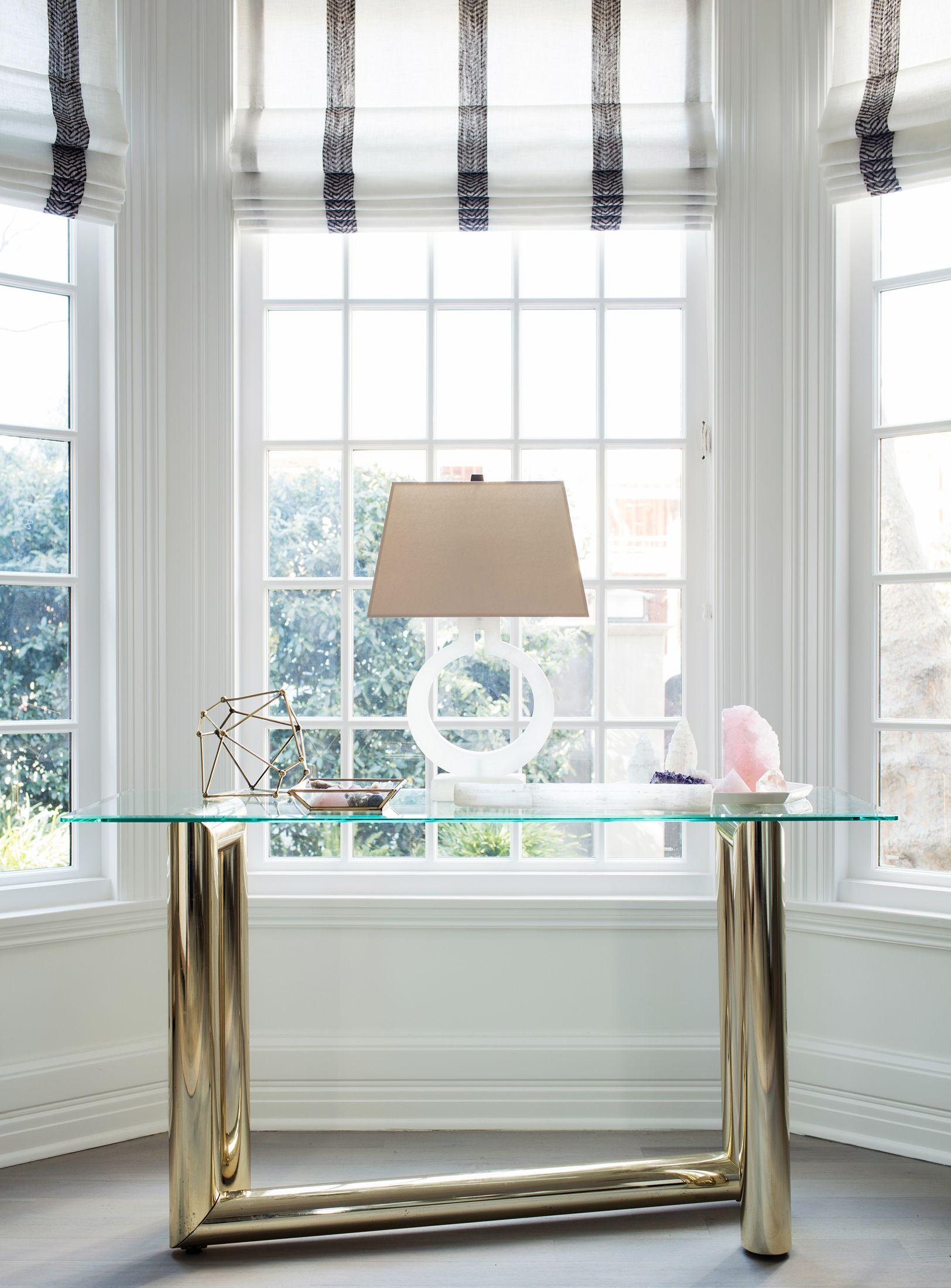 Peek Inside Designer Erin Fetherstons New LA Home Raffrollo - Raffrollo schlafzimmer