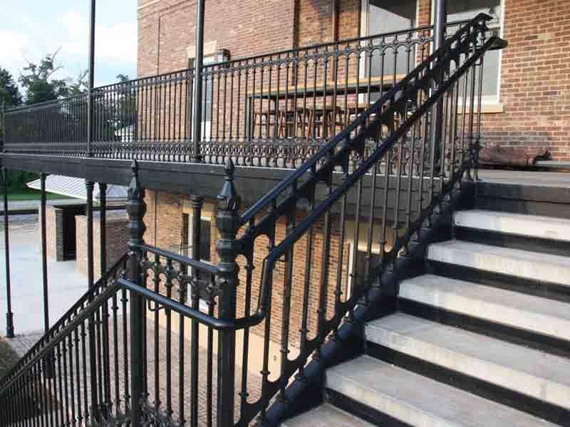 Cast iron balcony railing design tvoros tur klai for Balcony grills enclosure designs in india
