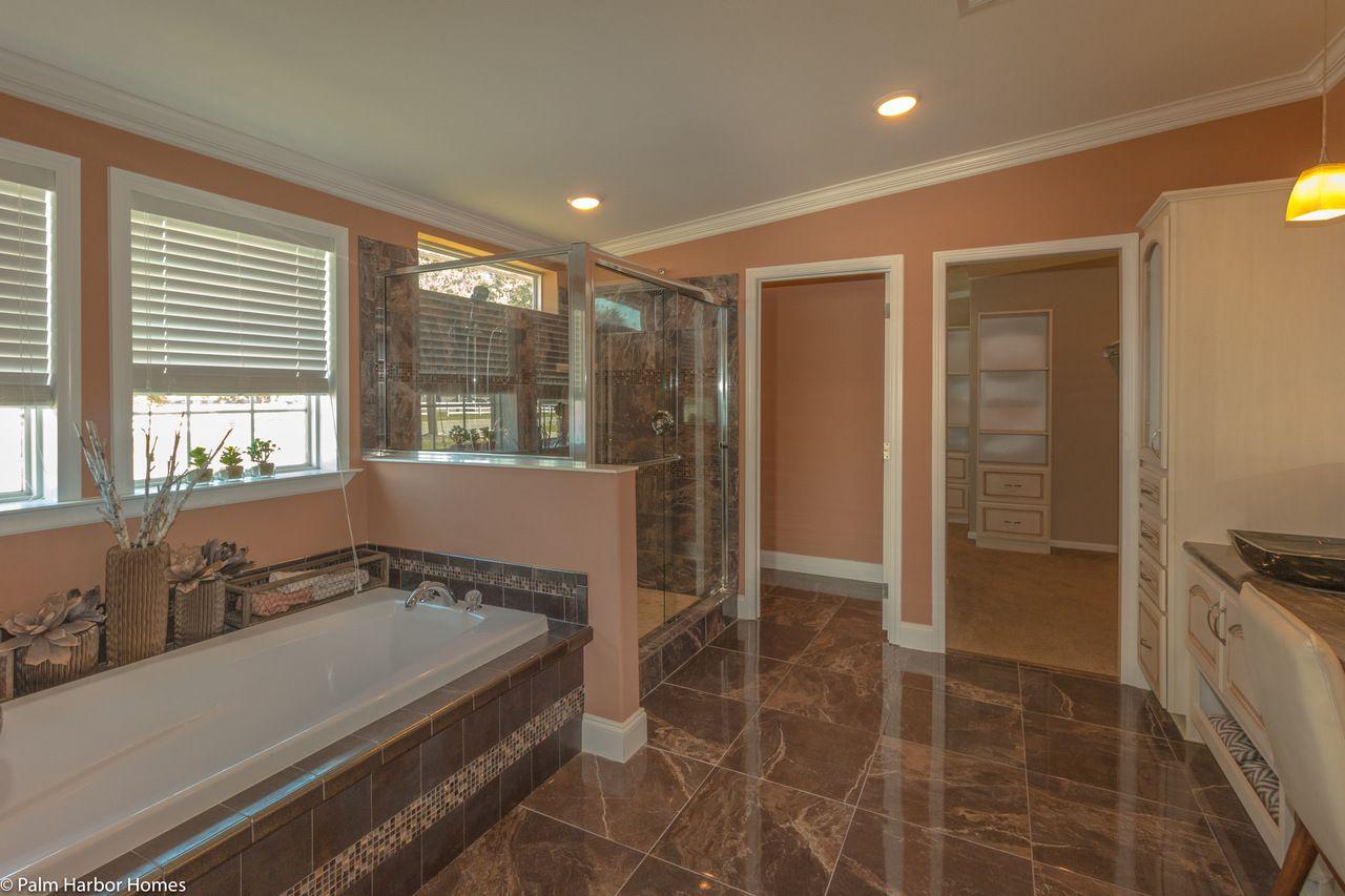 Beautiful master bath in the La Belle IV X4769H in Florida