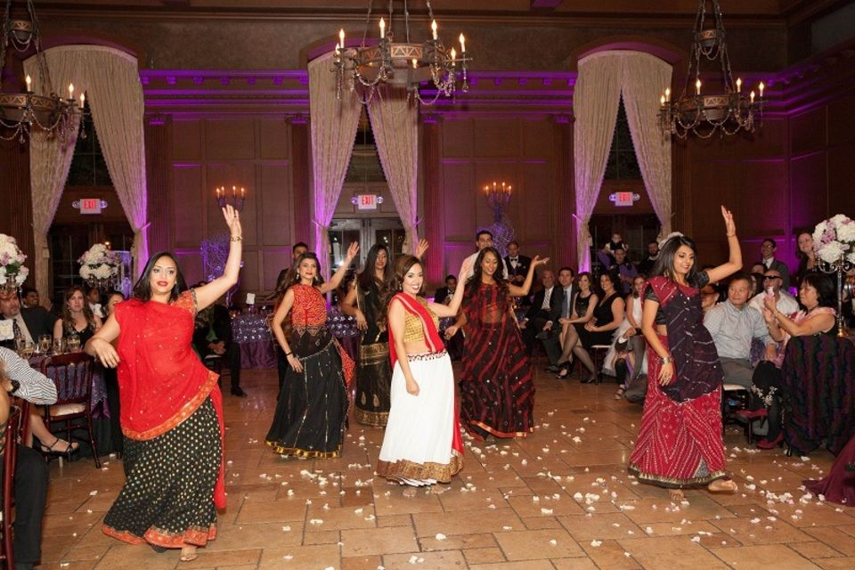 The Bride And Groom Surprised Their Guests With This Special Cultural Entertainment On Wedding Day